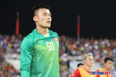Expert: 'Goalkeeper Bui Tien Dung has a real problem'